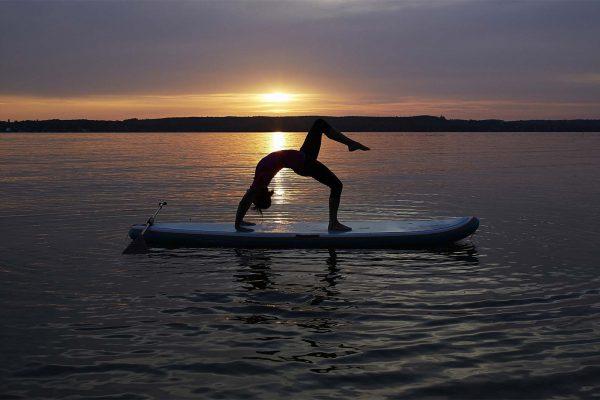 © SUP Yoga, Sonja Braun | Steinlechner Bootswerft, Utting am Ammersee